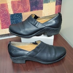 ARIAT Black leather slip on shoes size 7.5
